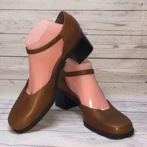 NATURALIZER Block Heel Dress Shoes Classic Style